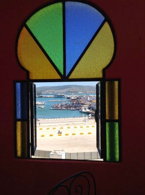A passage to tangier hotel continental tanger for Fenetre 6 carreaux