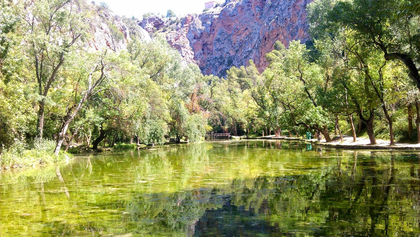 Lago del Espejo. Guía de turismo del Monasterio de Piedra. Tu Maleta.