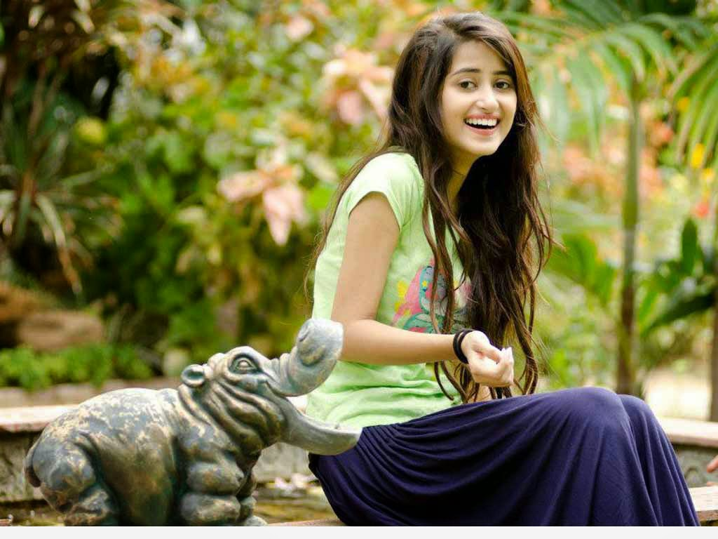 Sajal ali most beautiful pictures 2015 hd wallpaper for Home wallpaper karachi