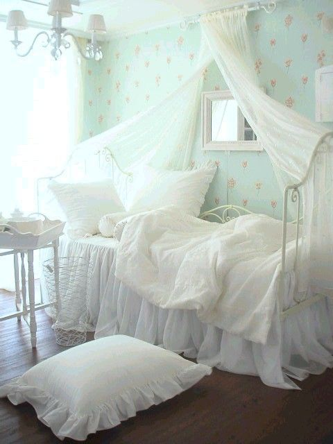 Perfect shabby chic vintage bedrooms i heart shabby chic for Shabby chic bedroom designs