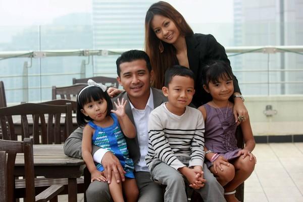 Aaron Aziz Sekeluarga Kini Penduduk Tetap Malaysia Sejak Jun 2012