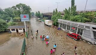 Gambar JL utama kena Banjir Jakarta 2013