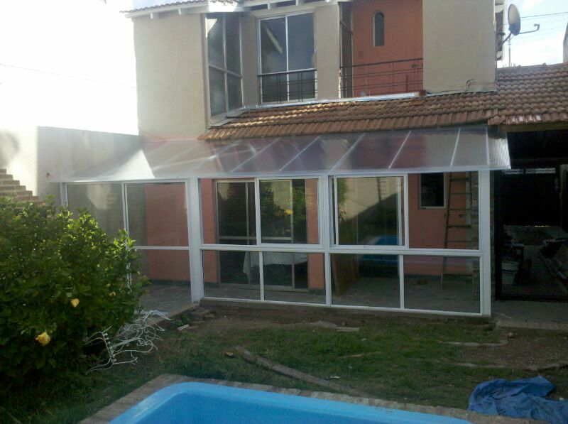 Nuevos proyectos cerramientos de aluminio policarbonato y for Cerramiento vidrio