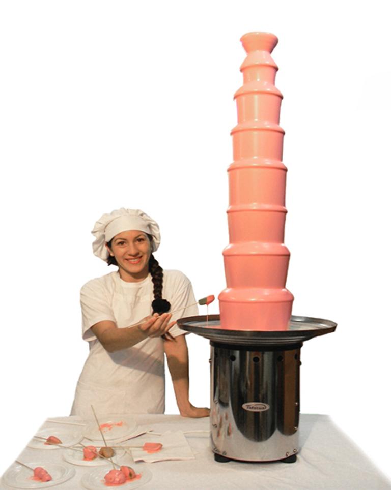 cascada gigante de chocolate rosa