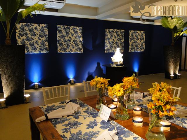 decoracao para casamento em azul e amarelo:Casamento azul royal e azul marinho com flores amarelas