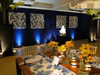 forração azul royal, quadro de tecido floral, decoração, Maison Paineiras