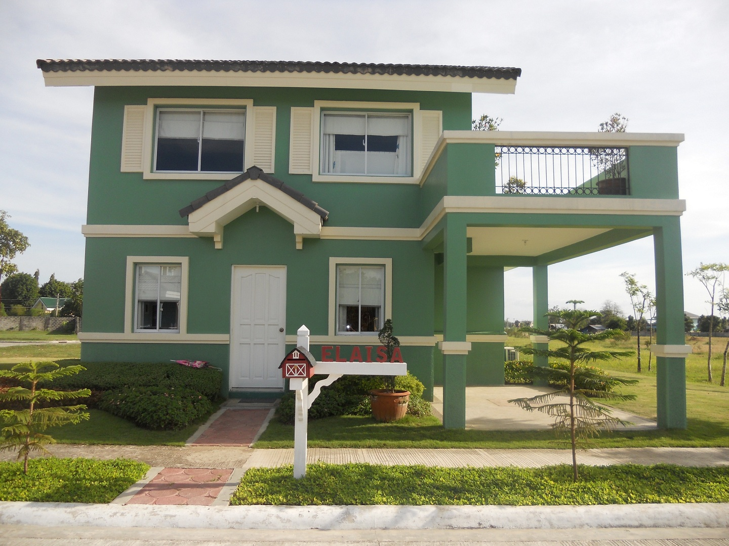 Elaisa or sapphire model house of savannah trails iloilo for Photos of model homes