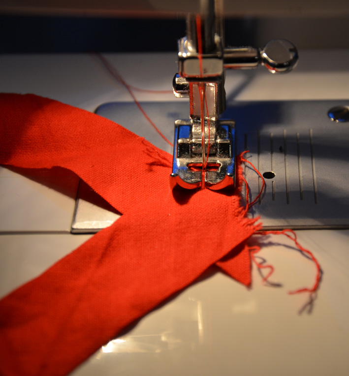 how to cut fabric on the bias for piping