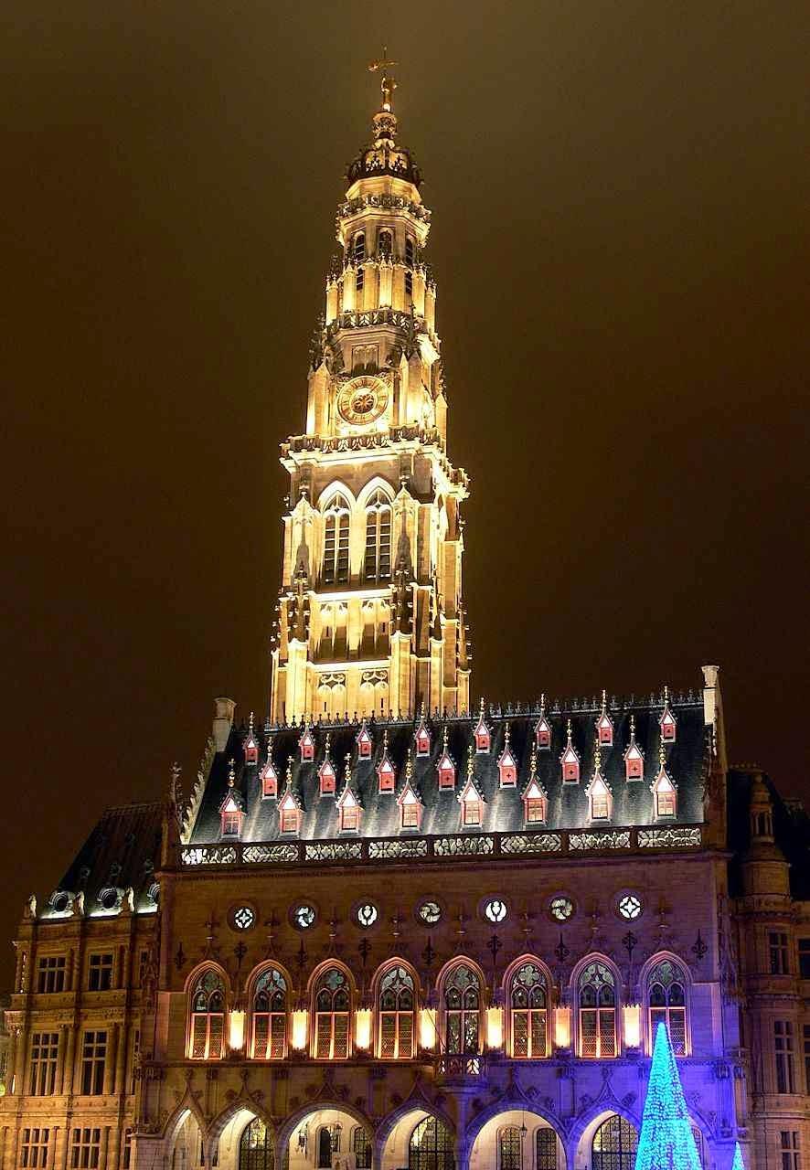 Beffroi da prefeitura de Arras na noite, França
