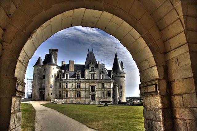 Castelo que leva o nome da ilustre família que o possui há mil anos