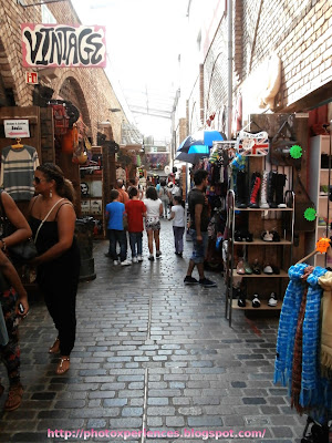 Commercial arcades in Stables Market. Pasaje comercial en el Mercado de los Establos de Camden.