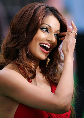 Players Wallpaper-Bipasha Basu