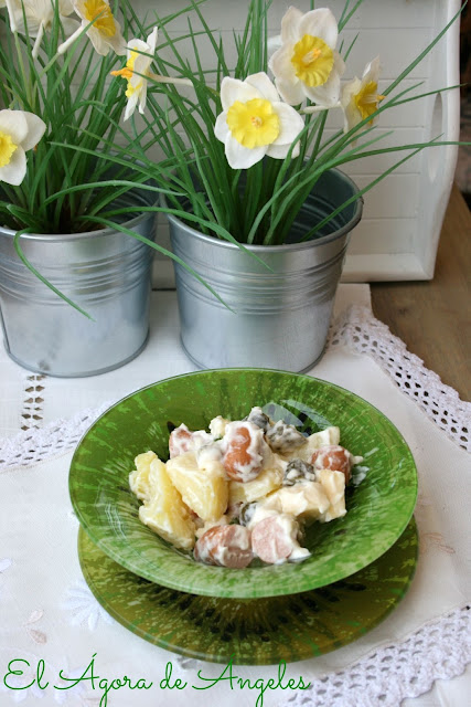 ensalada alemana de patatas,ensalada de patatas y salchichas