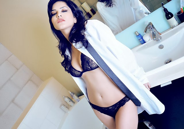 Sunny Leone nude bathroom boobs bikini hot wallpapers