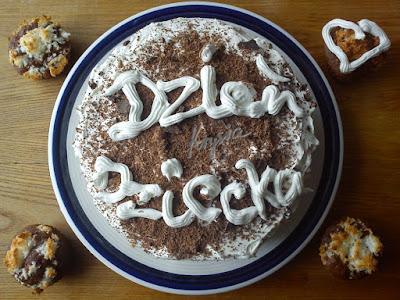 tort na Dzień Dziecka i babeczki