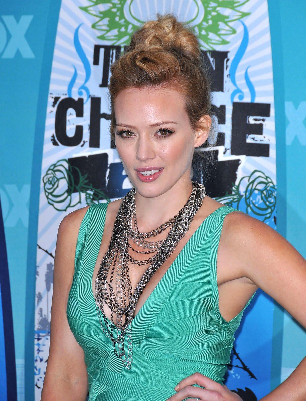 Red Carpet Dresses: Hilary Duff - Teen Choice Awards 2010