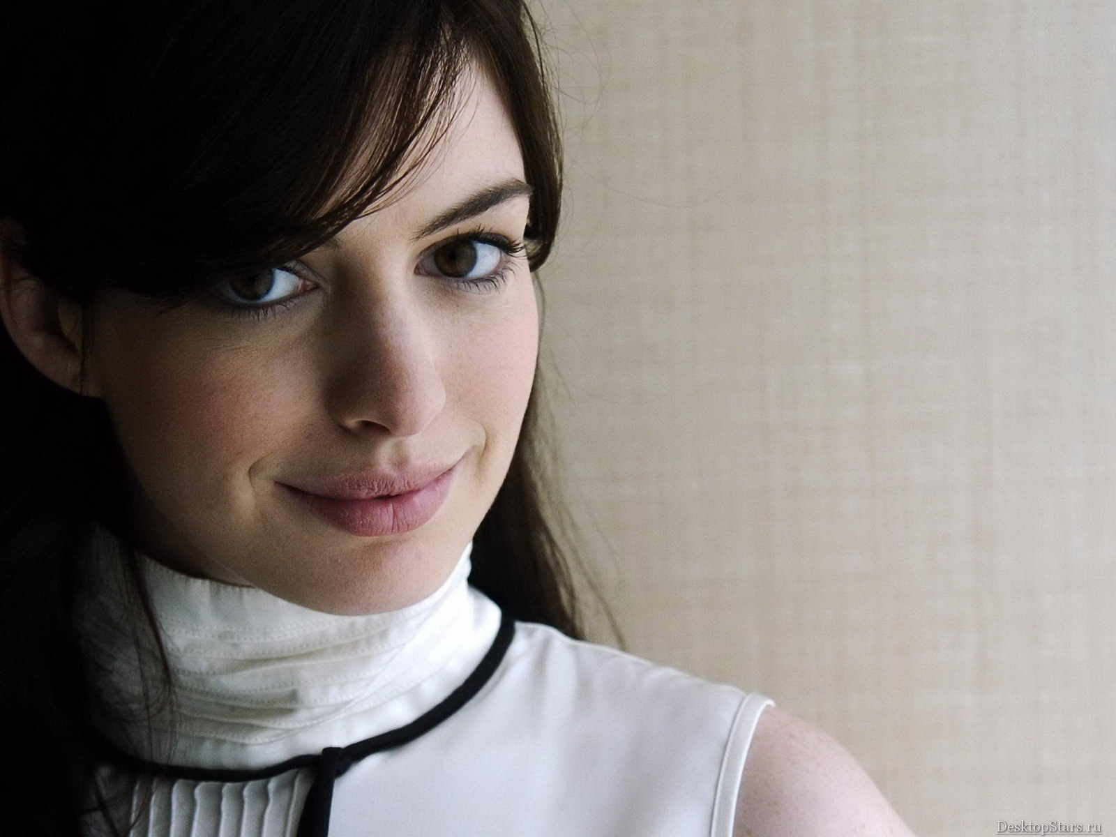 http://2.bp.blogspot.com/-K-gr4CrnHpQ/Ty2eH7hy8VI/AAAAAAAACLc/La7nAGrADYg/s1600/Anne-Hathaway-Hollywood-actress+7.jpg