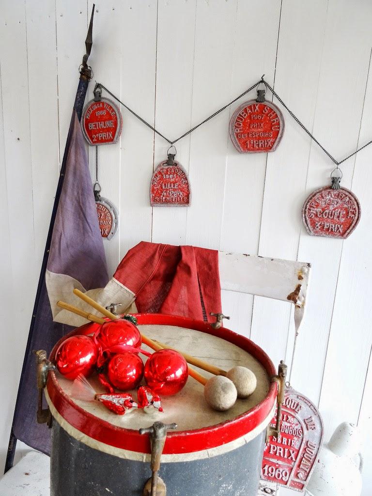 Der Erlös aus dem Verkauf von unserem ROTEN / ROSAFARBENEN Weihnachtsschmuck...