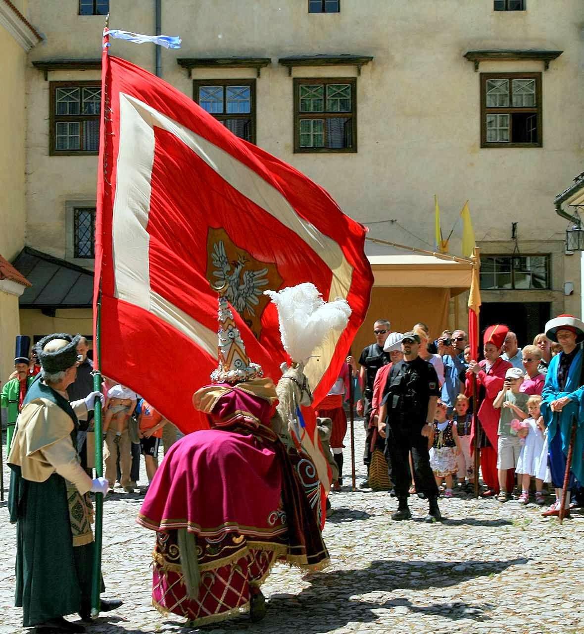 Lajkonik em parada vitoriosa pelas ruas de Cracóvia