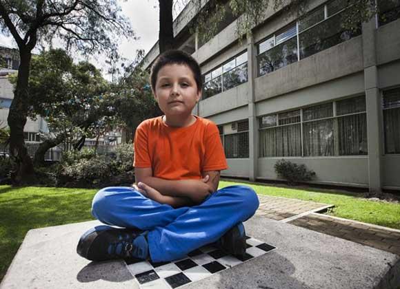 Este niño de 9 años estudia bioquímica en la Universidad Autónoma de México
