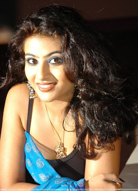 Actress Aarti Hot Stills wallpapers