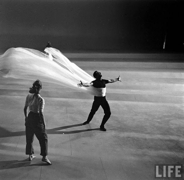 dinfo.gr - 45 φωτογραφίες από τα γυρίσματα διάσημων ταινιών θα αλλάξουν τον τρόπο με τον οποίο βλέπετε ταινίες