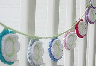 Summer Flower Bunting Crochet Pattern by Susan Carlson of Felted Button