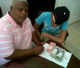 Pero Bien : DJ Patio Firmando Contracto Con La Compañía U201c9 25 Recordsu201d  (@DjPatio_Music)