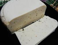 Queijo de Macadâmia com Ervas Aromáticas (vegana)
