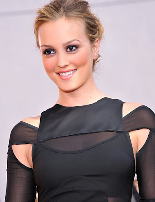 Leighton Meester Glamorous American Actress Wallpaper
