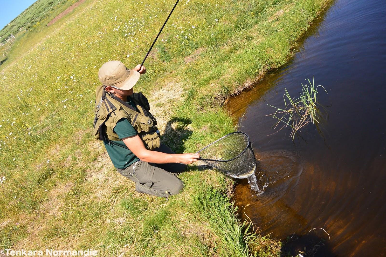 Les bases de la banlieue de Moscou du repos avec la pêche à