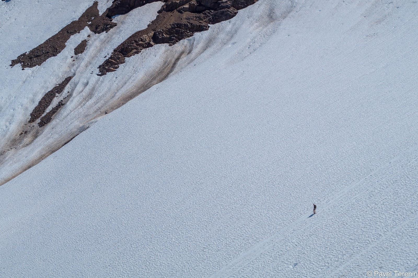 """Следующая фотография может дать представление о масштабах нашей снежной """"горки""""."""