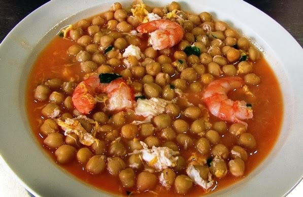 Garbanzos con Langostinos, receta casera