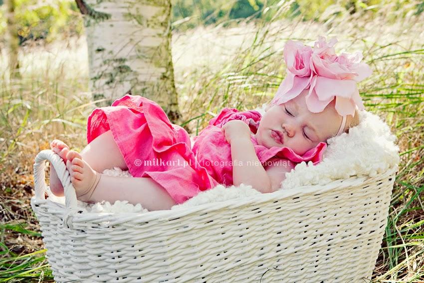 sesja zdjęciowa dziecka, fotografia niemowląt, sesje fotograficzne niemowlaków, artystyczne zdjęcia noworodków, fotografia rodzinna