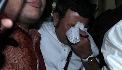 foto rhoma irama menangis