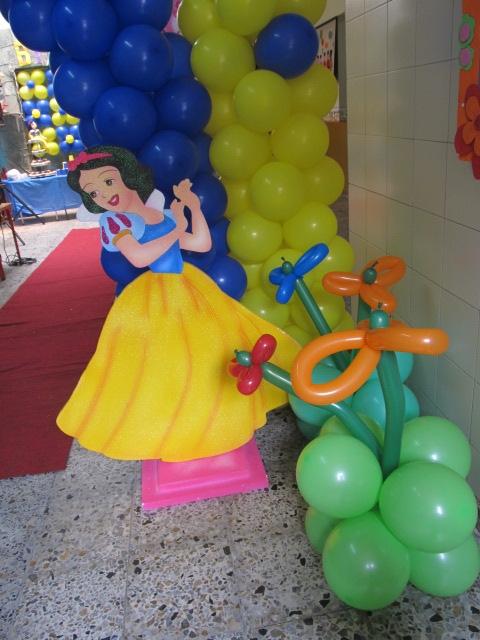 Adorno con globos de blancanieves para salon imagui - Fiestas infantiles princesas disney ...