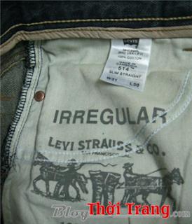 Chữ Irregular được in trong túi quần Levi's