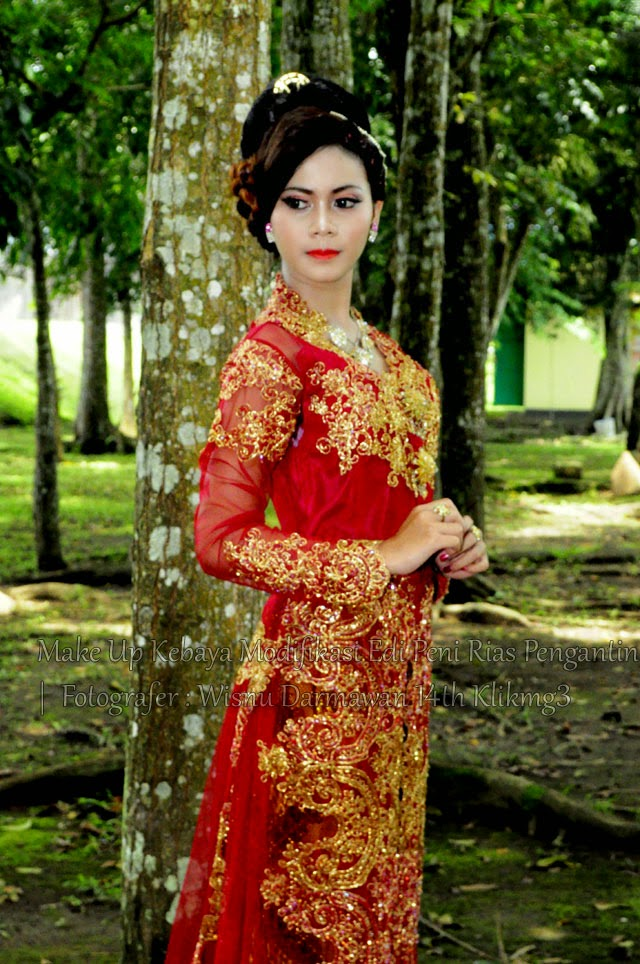 Make Up Kebaya Modifikasi Edi Peni Rias Pengantin - Fotografer : Wisnu Darmawan 14th Klikmg3 | Talent : Thresia Model Purwokerto