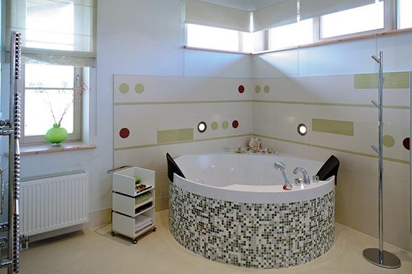 Aveti posibilitatea de a privi aceste modele si imagini cu amenajari baie moderna..Da aceste poze despre amenajari bai sunt reale,priveste aceasta baie minunat renovata cu gresie si faianta de cea mai buna calitate.