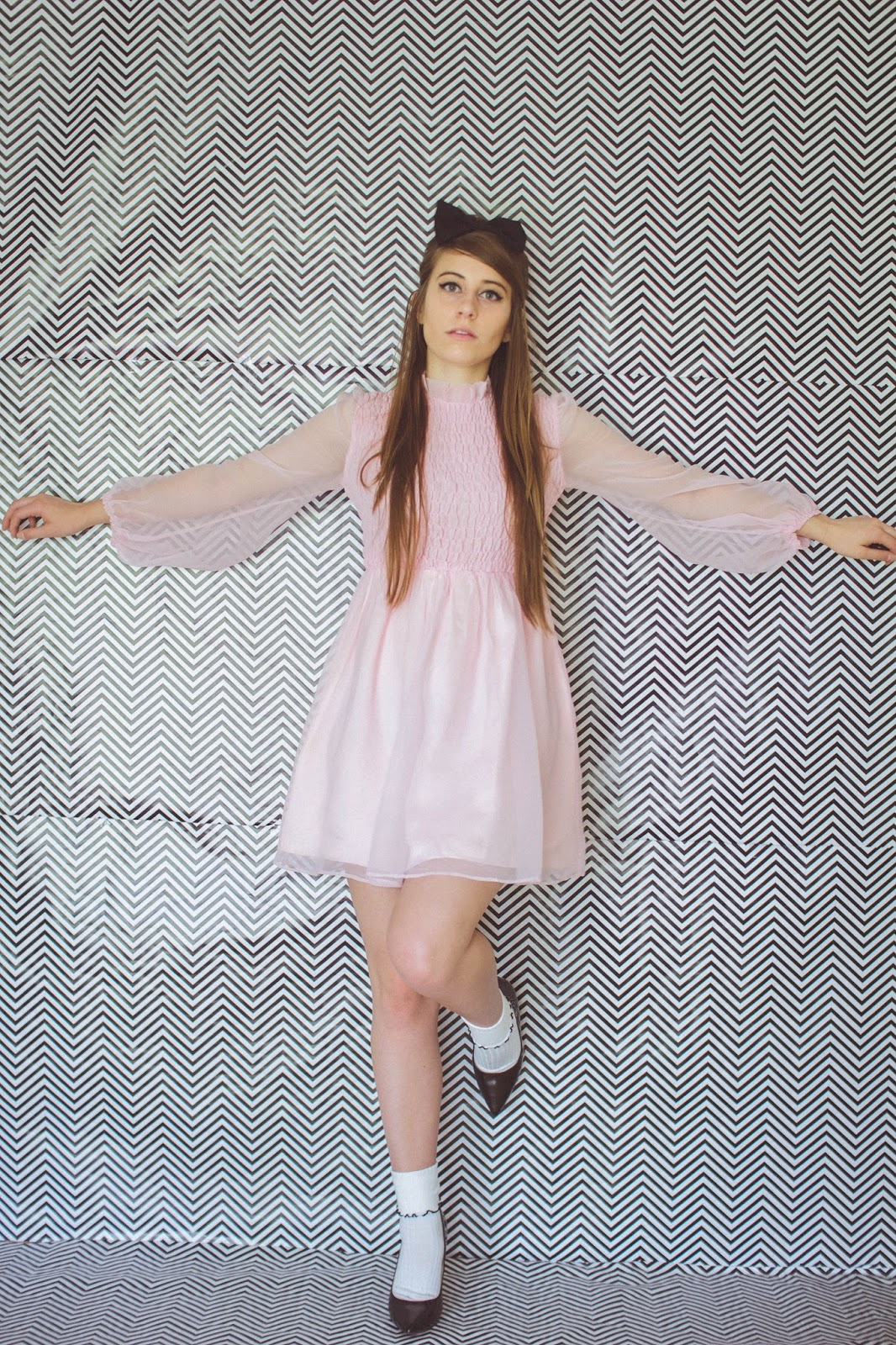 fashion, style, blogger, personal style blogger, movie blogger, pink shift dress, 60's style, socks and heels, bouffant, girly style, cute retro outfit