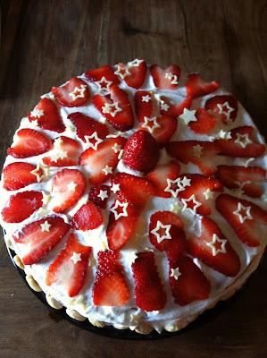 torta fragole e panna ripiena di crema pasticciera alle fragole