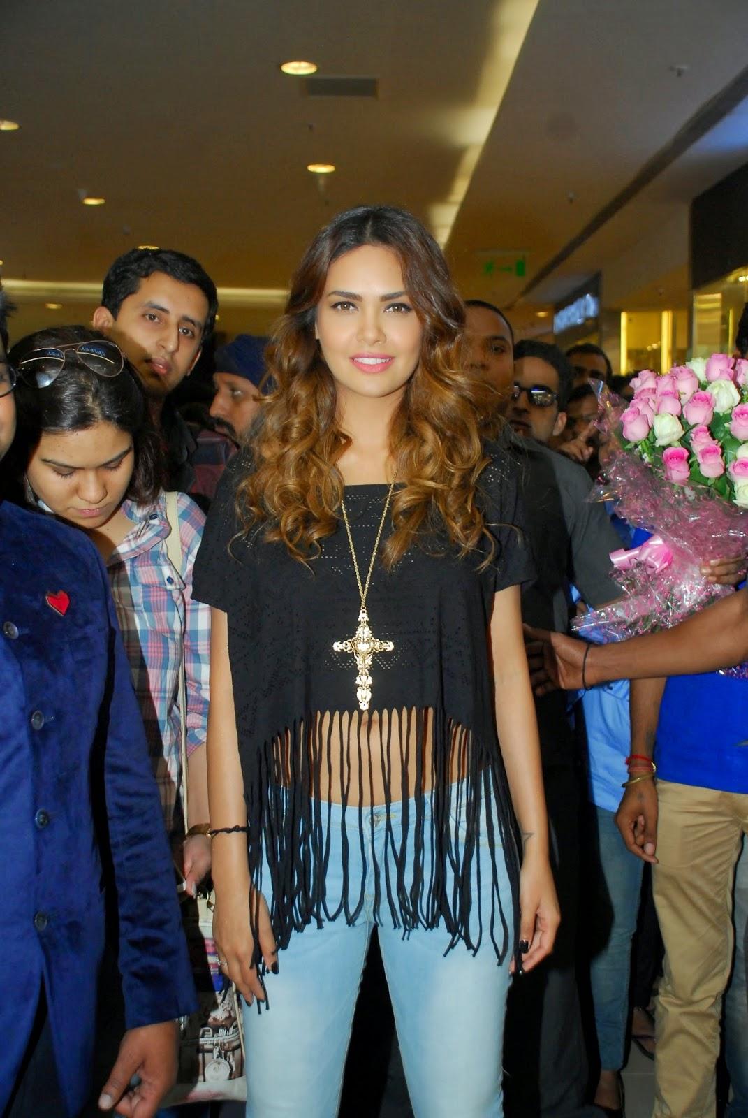 Esha Gupta Launch The New Splash Store Stills