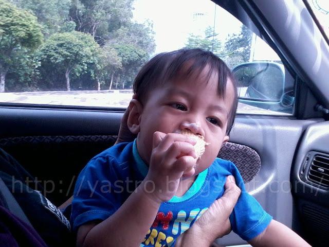 makan+aiskrim+dalam+kereta