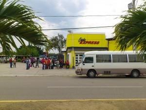 Choferes de Dajabón obstaculizan paso de autobuses de Caribe Tours