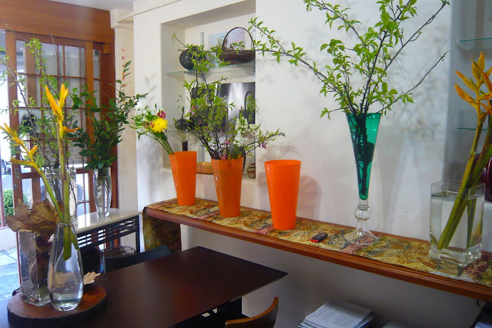Sala de aula Sede -SP , pratica da Arte do Ikebana.