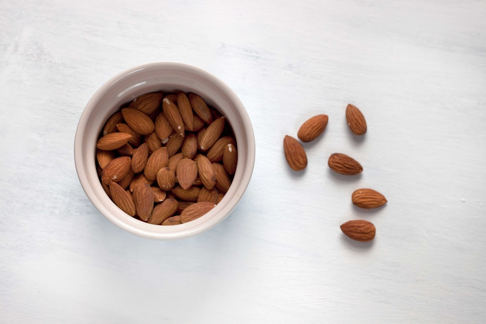 10 HEALTH BENEFITS OF: ALMONDS