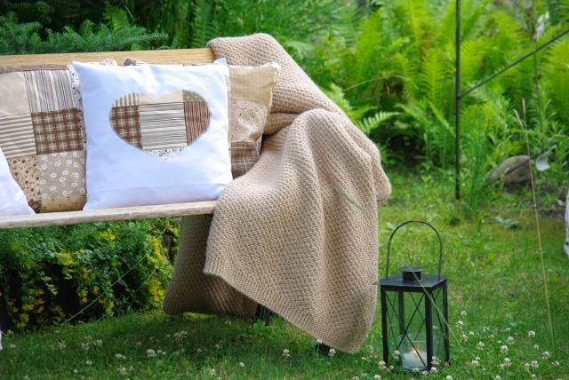 patchwork , poszewka , beż , letnia sesja , serce ,