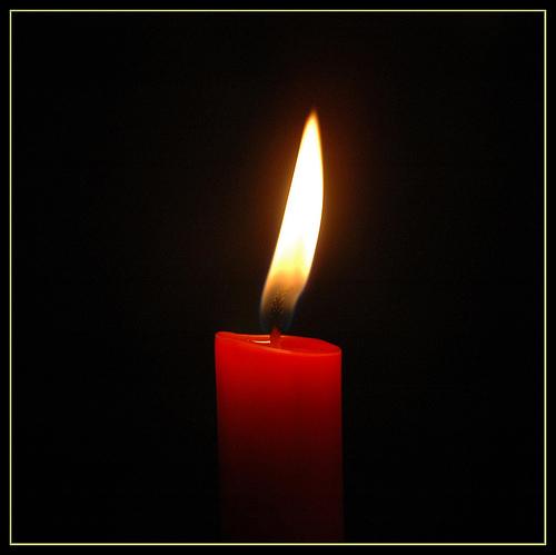http://2.bp.blogspot.com/-K3oL7u5sadE/Tik5n7LEa7I/AAAAAAAAAB0/yNOMdsW-I-A/s1600/candle1.jpg