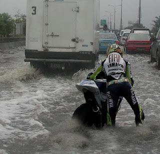 http://2.bp.blogspot.com/-K45kFm3XnsU/TouD40qdfnI/AAAAAAAAAD0/hjRzYMhbjKY/s1600/banjir.jpg