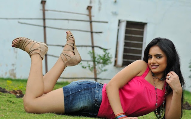 Ritu Kaur New hot photos
